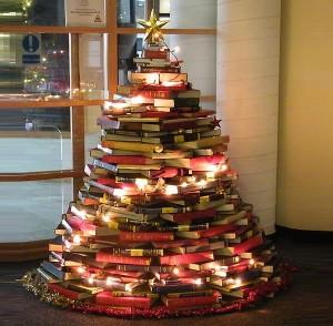 book-christmas-tree